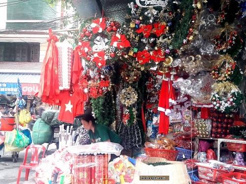 Hà Nội: Sôi động thị trường hàng hóa Giáng sinh 2018