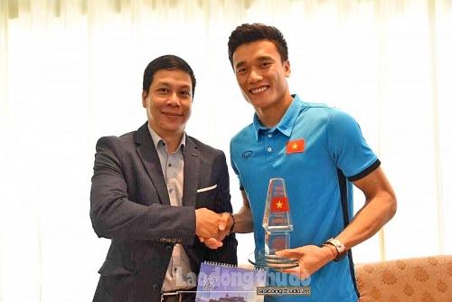 Tuyển bóng đá Việt Nam mang tinh thần chiến thắng tới bộ đội Trường Sa