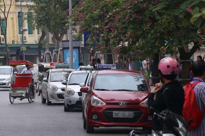 Quận Hoàn Kiếm xử lý nhiều điểm trông giữ xe sai quy định, chặt chém