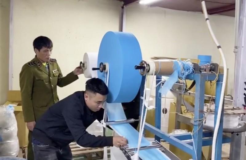 Hà Nội: Niêm phong doanh nghiệp dùng giấy vệ sinh làm khẩu trang