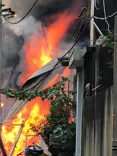 Hà Nội: Cháy xưởng gỗ tại phường Thạch Bàn, nhiều vật dụng bị thiêu rụi