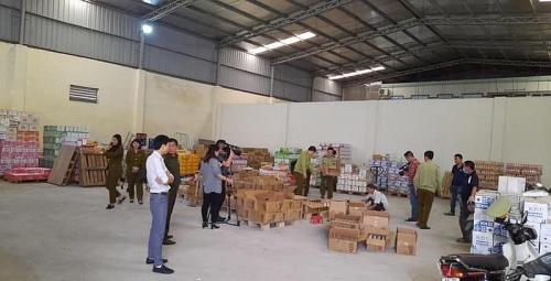 Hà Nội: Phát hiện đường dây tẩy xóa 70.000 chai nước ngọt quá hạn