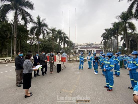 Thăm, tặng quà Tết cho công nhân vệ sinh môi trường Hà Nội