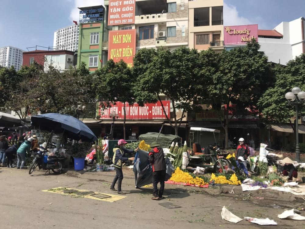 Hà Nội: Không khí mua sắm vẫn rộn ràng trong ngày cuối cùng của năm Canh Tý