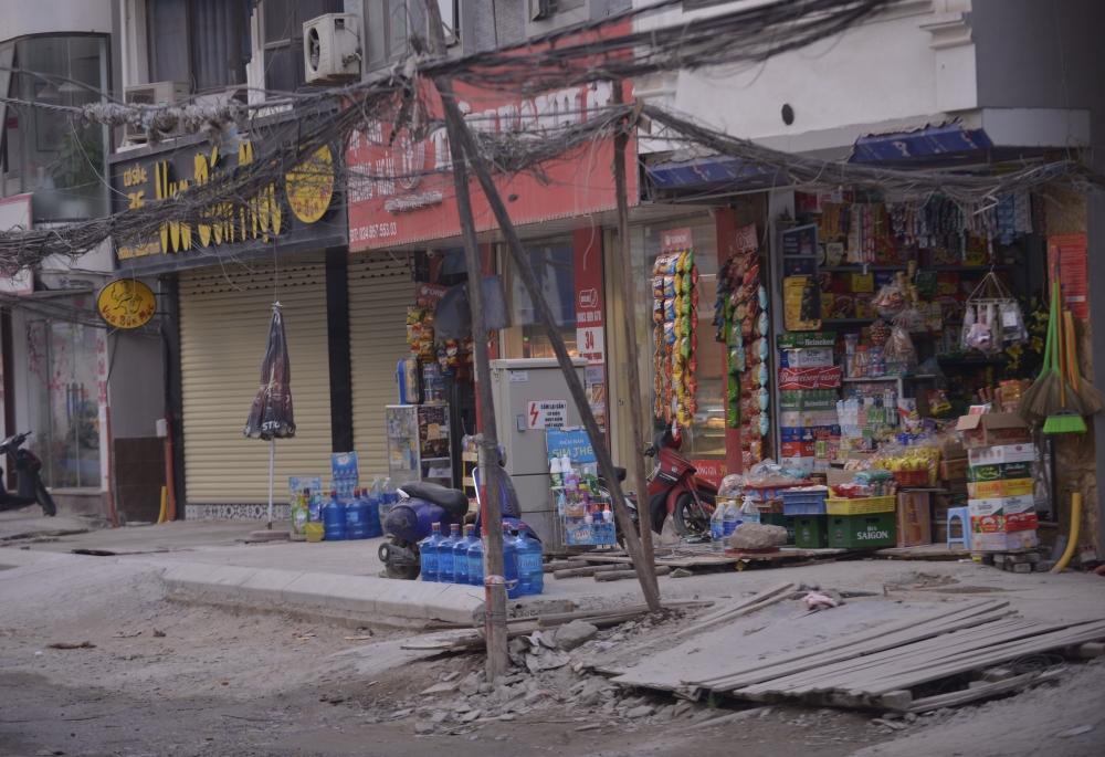 Hà Nội: Ngổn ngang trên tuyến đường thi công hơn 2 năm vẫn chưa xong
