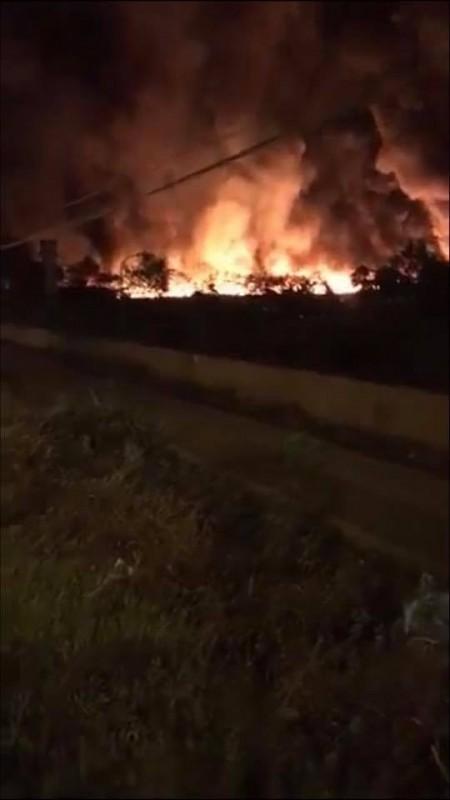 Hải Dương: Cháy lớn tại bãi chứa của công ty môi trường