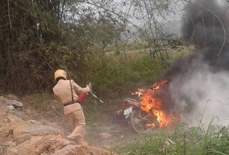 Tuyên Quang: Con vi phạm giao thông, phụ huynh đến đốt xe