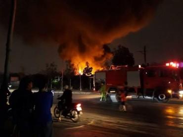 Hà Nội: Cháy lớn tại làng nghề Triều Khúc