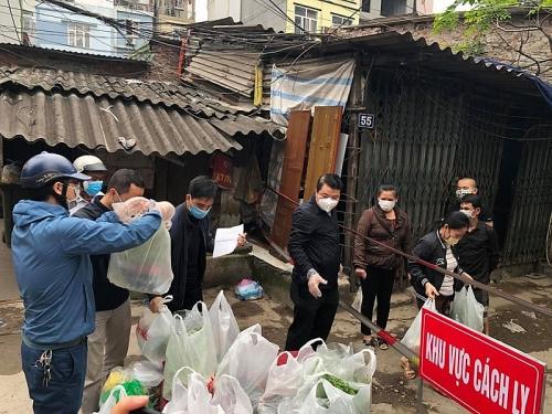Hà Nội: Hỗ trợ thực phẩm tới từng hộ dân khu cách ly phường Dịch Vọng