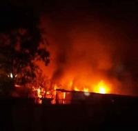 Hà Nội: Đám cháy lúc nửa đêm thiêu rụi 3 cửa hàng tạp hóa