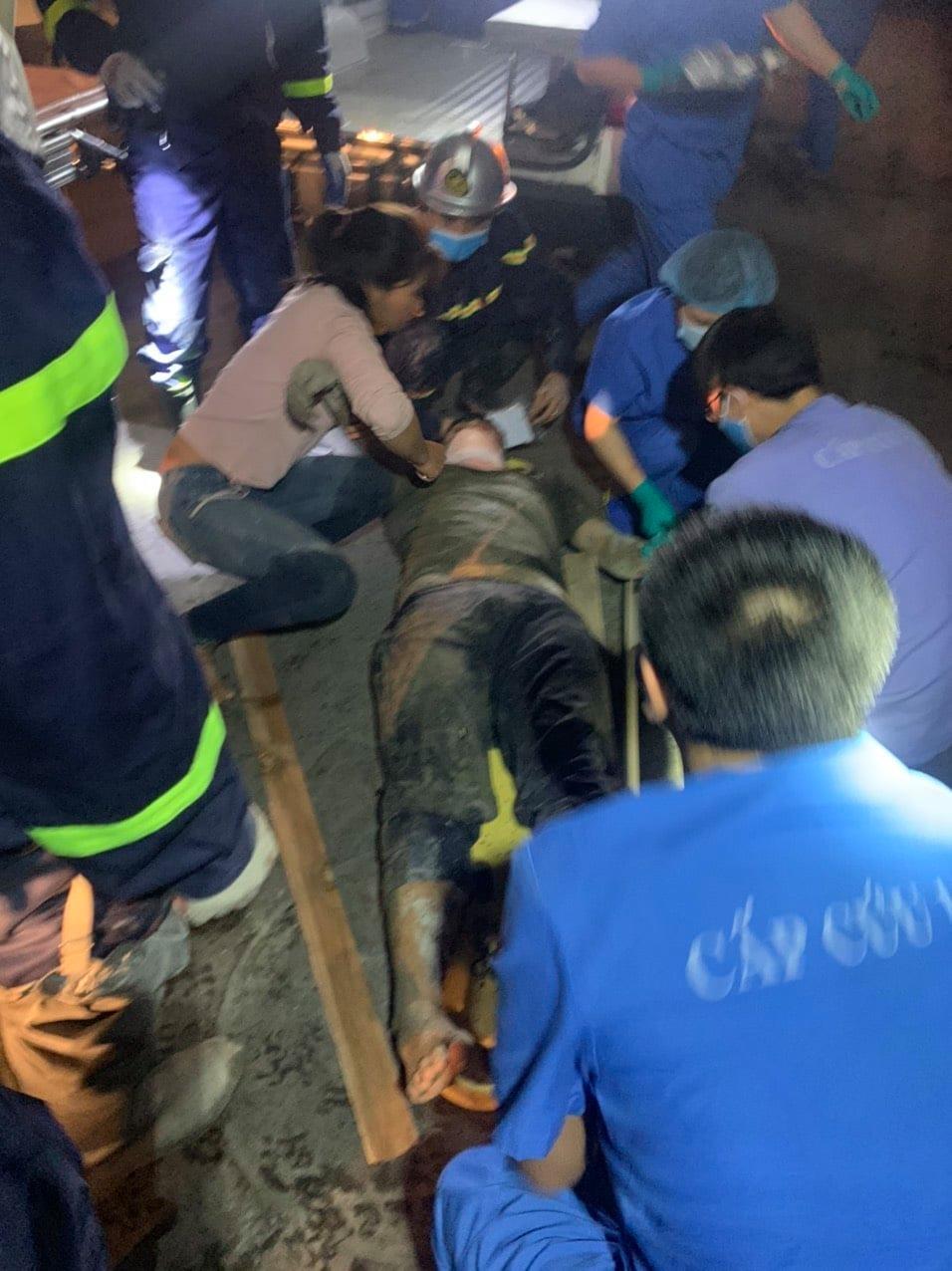 Hà Nội: Cứu hộ kịp thời một người mắc kẹt trong vụ tại nạn sập giàn giáo