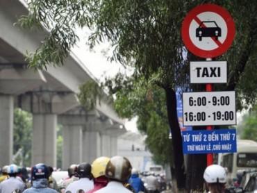 Hà Nội không gỡ biển cấm xe taxi trên 11 tuyến phố