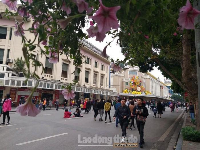 Kéo dài thời gian hoạt động của phố đi bộ hồ Gươm dịp nghỉ lễ