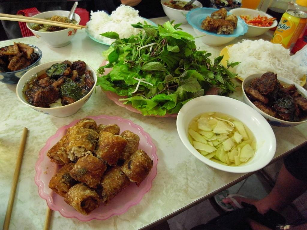 http://laodongthudo.vn/stores/news_dataimages/dungtuan/052016/24/15/bun-cha-huong-lien-dong-nghit-khach-10h-sang-da-het-hang.jpg