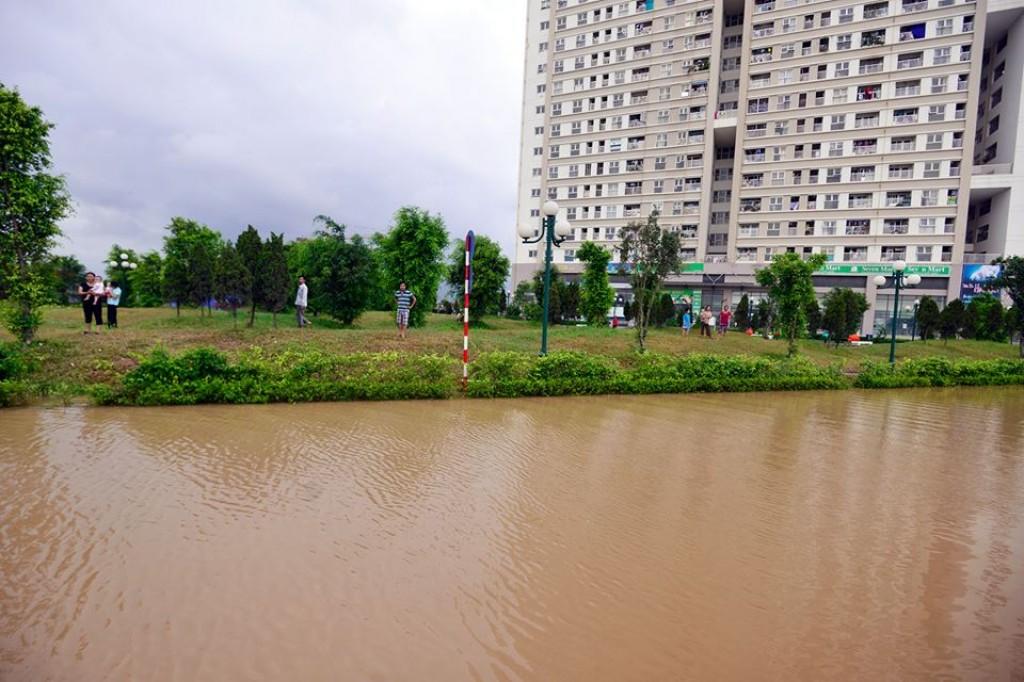 Nhiều khu vực hễ mưa thì ngập ở Hà Nội và Tp. Hồ Chí Minh