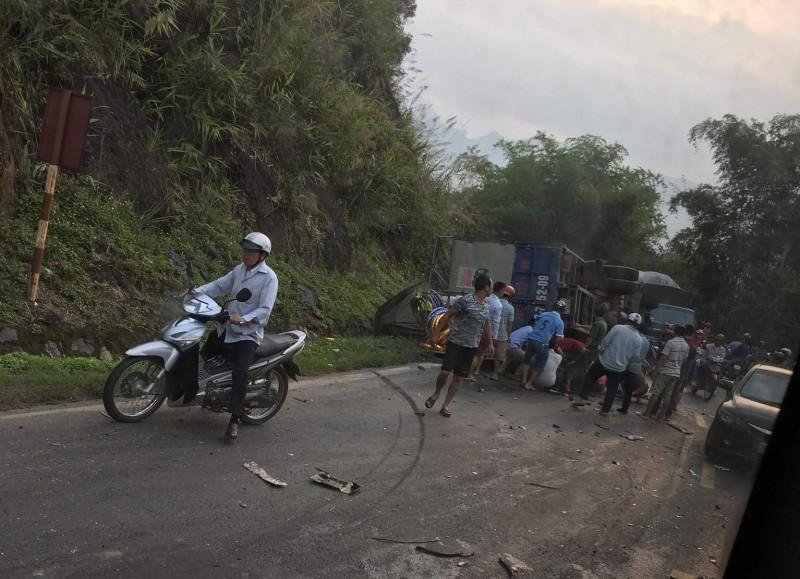 Tai nạn liên hoàn trên quốc lộ 6 khiến một người tử vong
