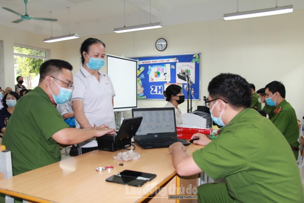 Hà Nội: Vừa đảm báo đúng tiến độ cấp căn cước công dân, vừa phòng dịch Covid-19