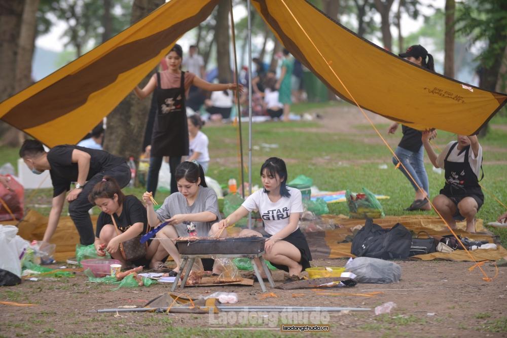Vui chơi, cắm trại ở Công viên Yên Sở, nhiều người quên nguyên tắc 5K