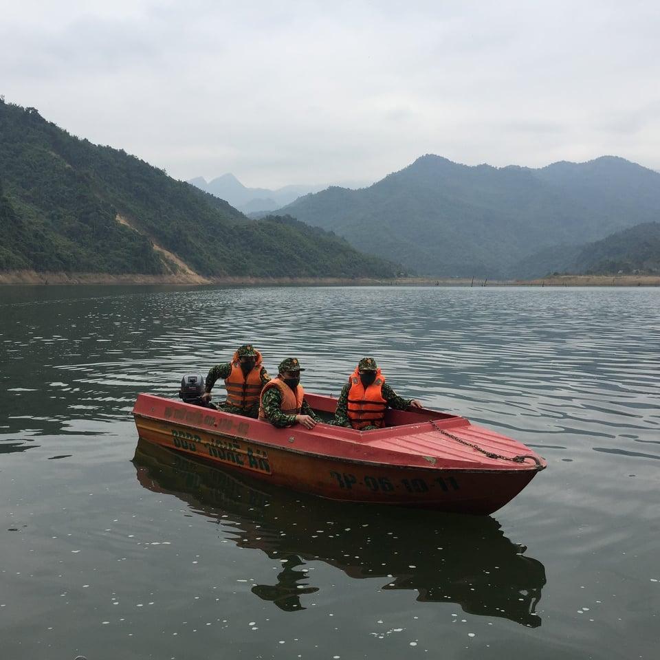 Căng mình chặn dịch ở thượng nguồn sông Chu
