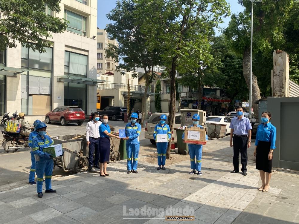 """Công đoàn ngành Xây dựng Hà Nội """"chống nắng"""" cho đoàn viên, người lao động"""