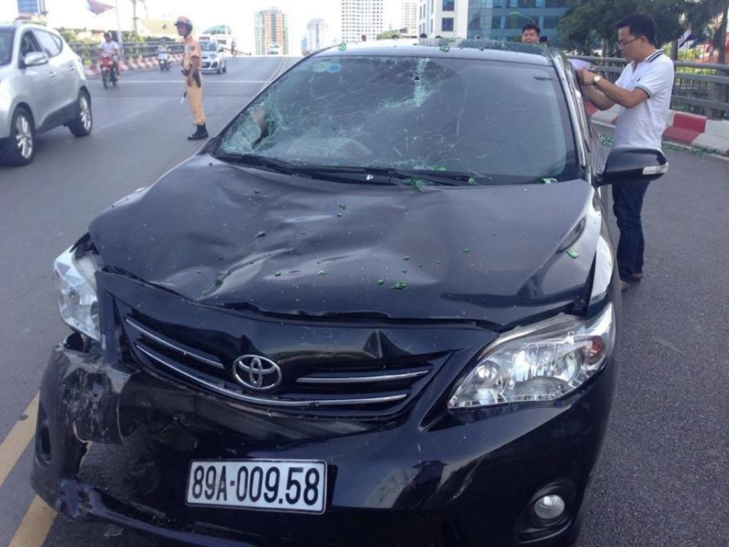 Gây tai nạn liên hoàn, tài xế bỏ khỏi hiện trường