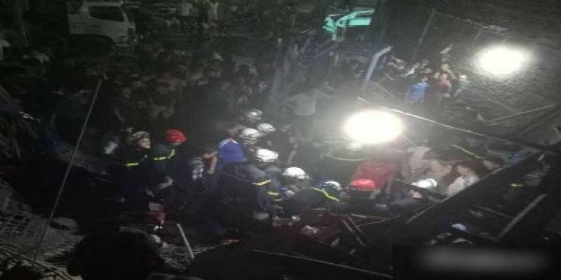 Sập ngôi nhà đang xây khiến 4 người bị thương