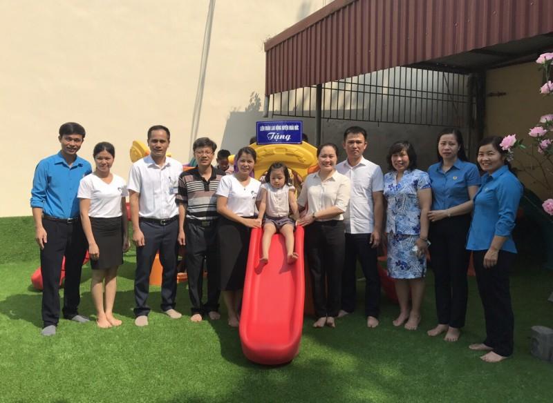 LĐLĐ huyện Hoài Đức bàn giao khu vui chơi cho trường Mầm Non Vân Côn B