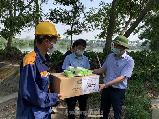 Công đoàn Công ty Thoát nước Hà Nội: Chăm lo người lao động trong mùa nắng nóng