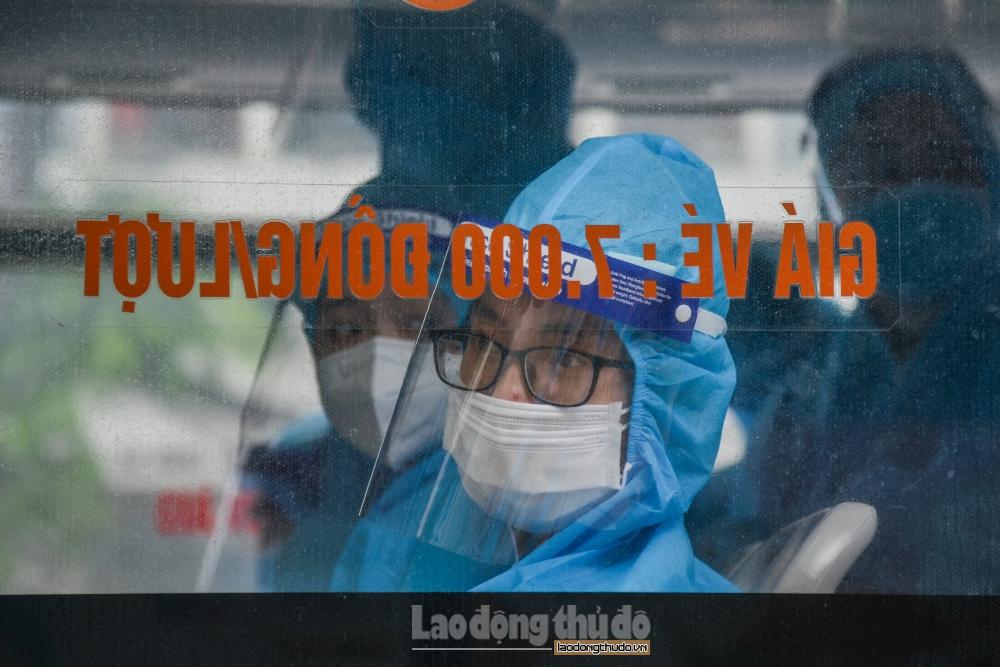 """Hà Nội đón công dân trở về từ """"điểm nóng"""" Bắc Giang"""