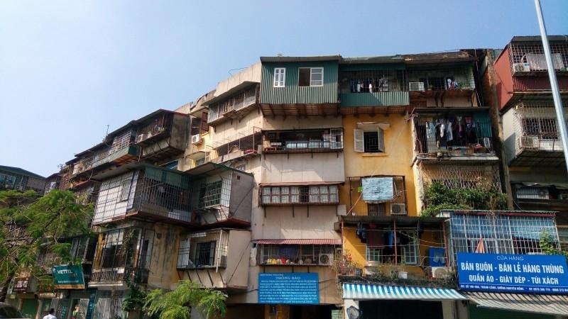 Di dời người dân, tài sản khỏi chung cư cũ nguy hiểm