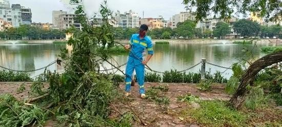 Khẩn trương khắc phục vệ sinh môi trường sau mưa giông