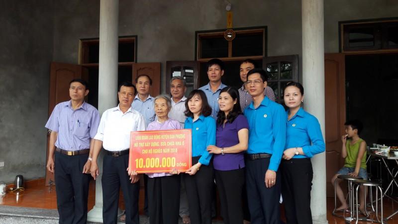 Đan Phượng bàn giao kinh phí hỗ trợ xây dựng nhà ở cho hộ nghèo