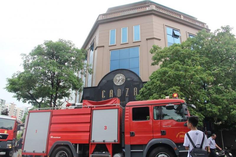 Cháy toà nhà Caoza, nhiều người hoảng loạn