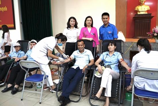 Hơn 200 cán bộ, nhân viên Đảng ủy Khối Doanh nghiệp Hà Nội tham gia hiến máu