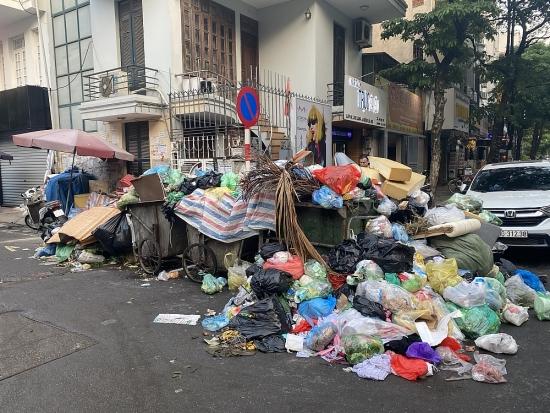Hà Nội: Thực hiện phân luồng rác tạm thời, giảm ùn ứ trên đường phố