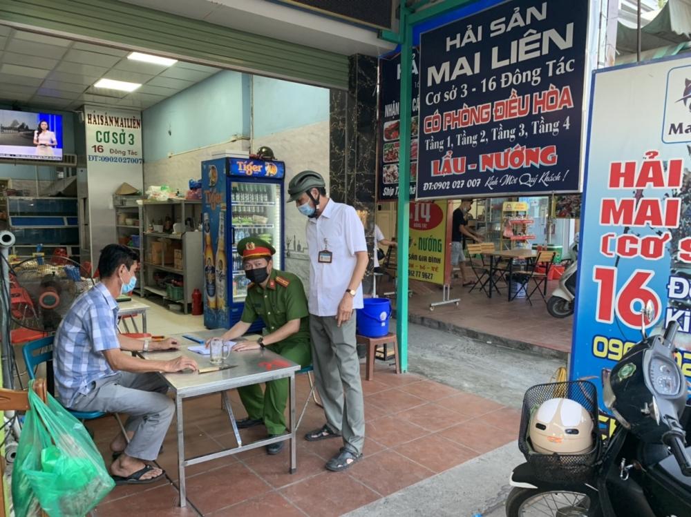 Hà Nội: Đi từng ngõ, gõ từng cửa hàng nhắc nhở người dân thực hiện nghiêm Công điện số 14