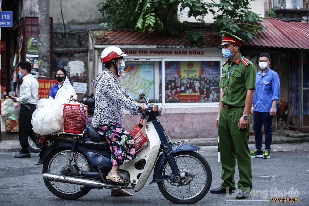 Đường phố Hà Nội thông thoáng, chợ dân sinh thực hiện giãn cách theo Công điện 15