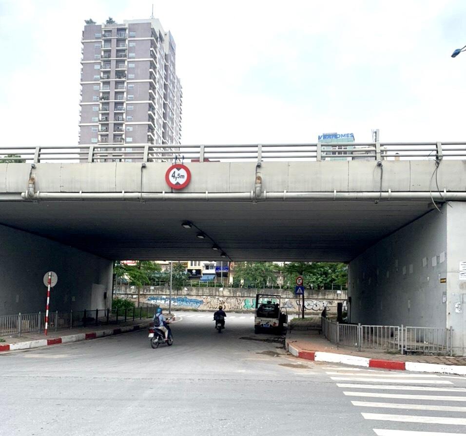 Thống nhất giải quyết vướng mắc vi phạm trật tự đô thị khu vực cầu T11 Bưởi - Hoàng Quốc Việt