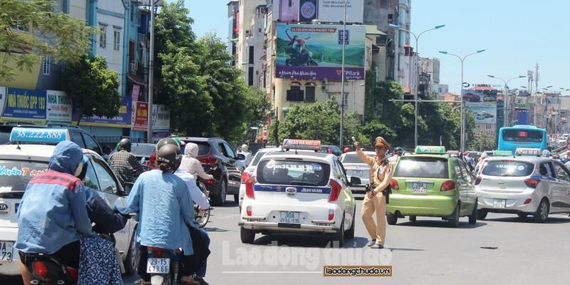 Một tháng Hà Nội xử phạt 24.504 trường hợp vi phạm trật tự giao thông
