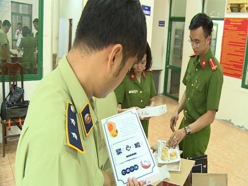 Hà Nội: Thu giữ nhiều lô hàng bánh Trung Thu nhập lậu từ Trung Quốc