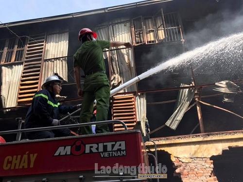 Quận Thanh Xuân báo cáo nhanh về vụ cháy tại Công ty cổ phần Bóng đèn phích nước Rạng Đông