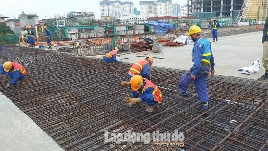 Hà Nội: Đảm bảo mục tiêu kép trên các công trường xây dựng
