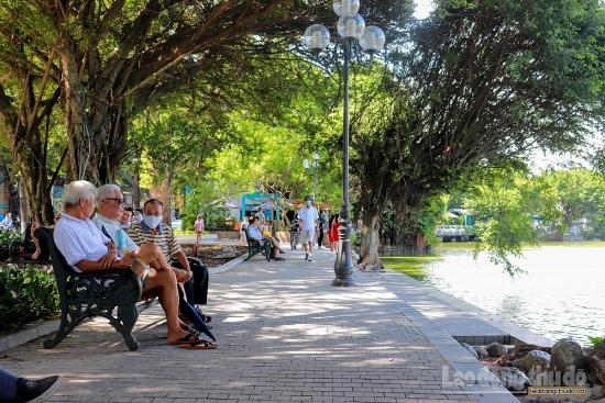 Hà Nội: Nhiều tuyến phố khang trang hơn sau khi lát đá vỉa hè