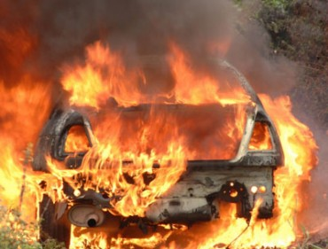 Ô tô bốc cháy tại sân bay Nội Bài, một người tử vong