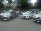 Hiệp hội Taxi Hà Nội kiến nghị dừng hoạt động taxi Uber, Grab
