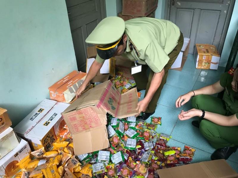 Thu giữ hàng nghìn chiếc bánh Trung thu không rõ nguồn gốc