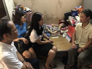 Công đoàn ngành Xây dựng Hà Nội thăm, tặng quà con em công nhân có hoàn cảnh đặc biệt