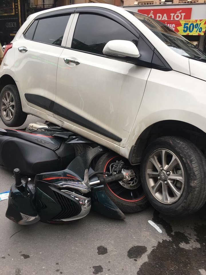 """Xe điên """"đại náo"""" phố Tôn Đức Thắng khiến 4 người nhập viện"""