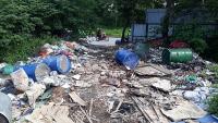 Báo động nạn đổ trộm chất thải công nghiệp trên Đại lộ Thăng Long