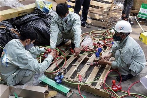 Hà Nội: Đã thu gom hơn 1000 tấn vật liệu sau vụ cháy công ty Rạng Đông